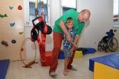 Bewegungsübergang aus Rollstuhl ins Stehen